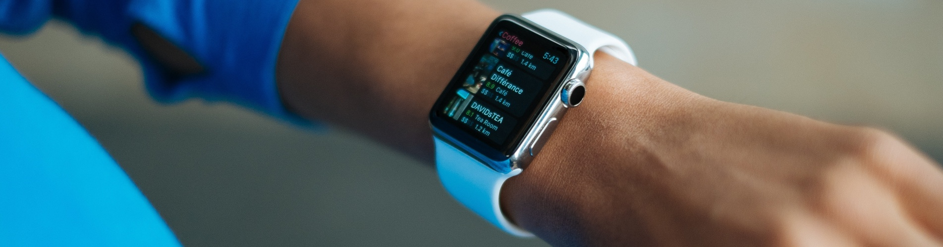 Apple Watch vs Fitbit: Which Smartwatch is Best for Heart Rate Monitoring?
